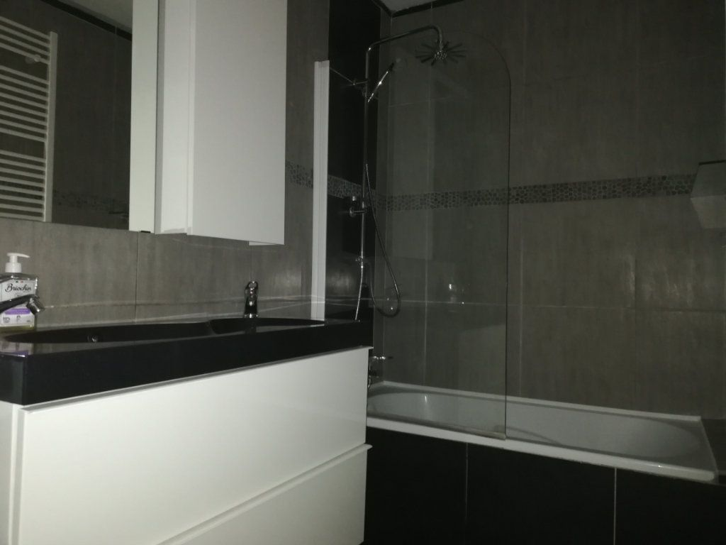 Appartement à louer 3 65m2 à Toulon vignette-9