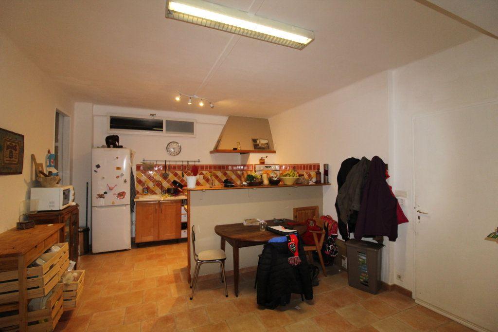 Appartement à vendre 3 141m2 à Toulon vignette-1