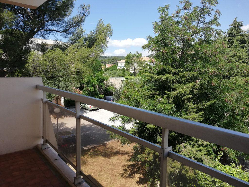 Appartement à louer 3 70m2 à Toulon vignette-1