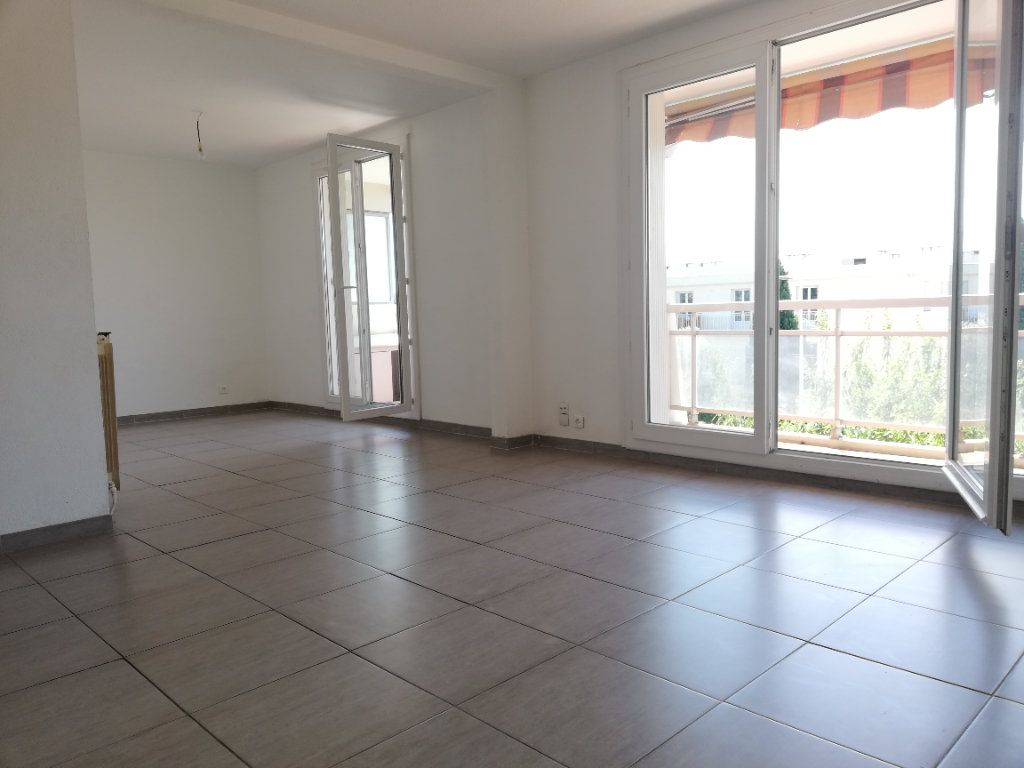 Appartement à louer 3 70m2 à Toulon vignette-2