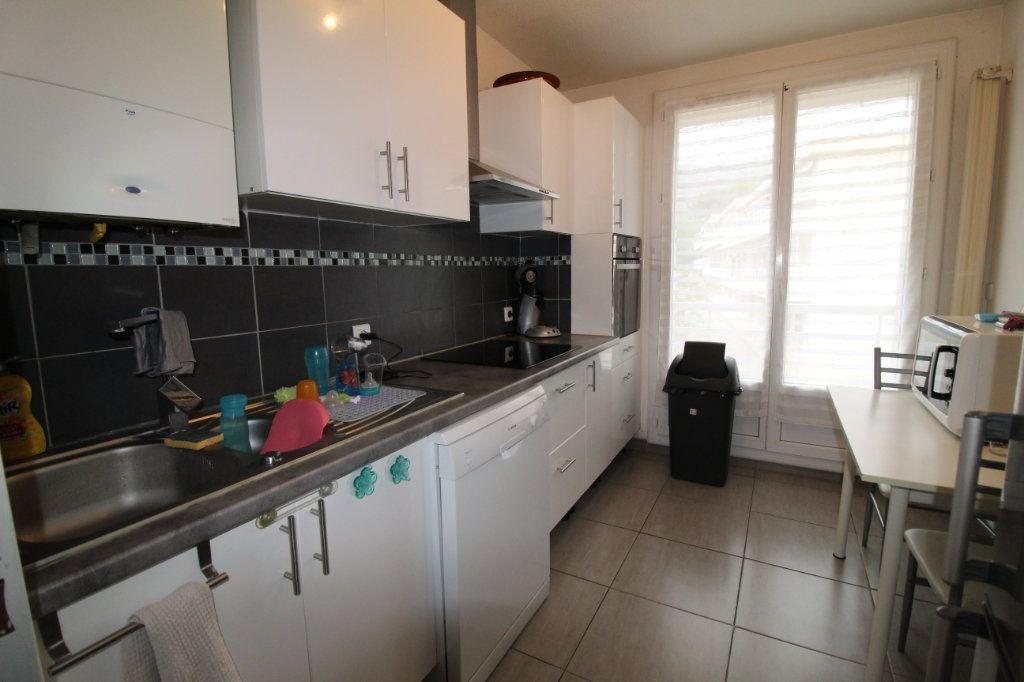 Appartement à louer 3 70m2 à Toulon vignette-3