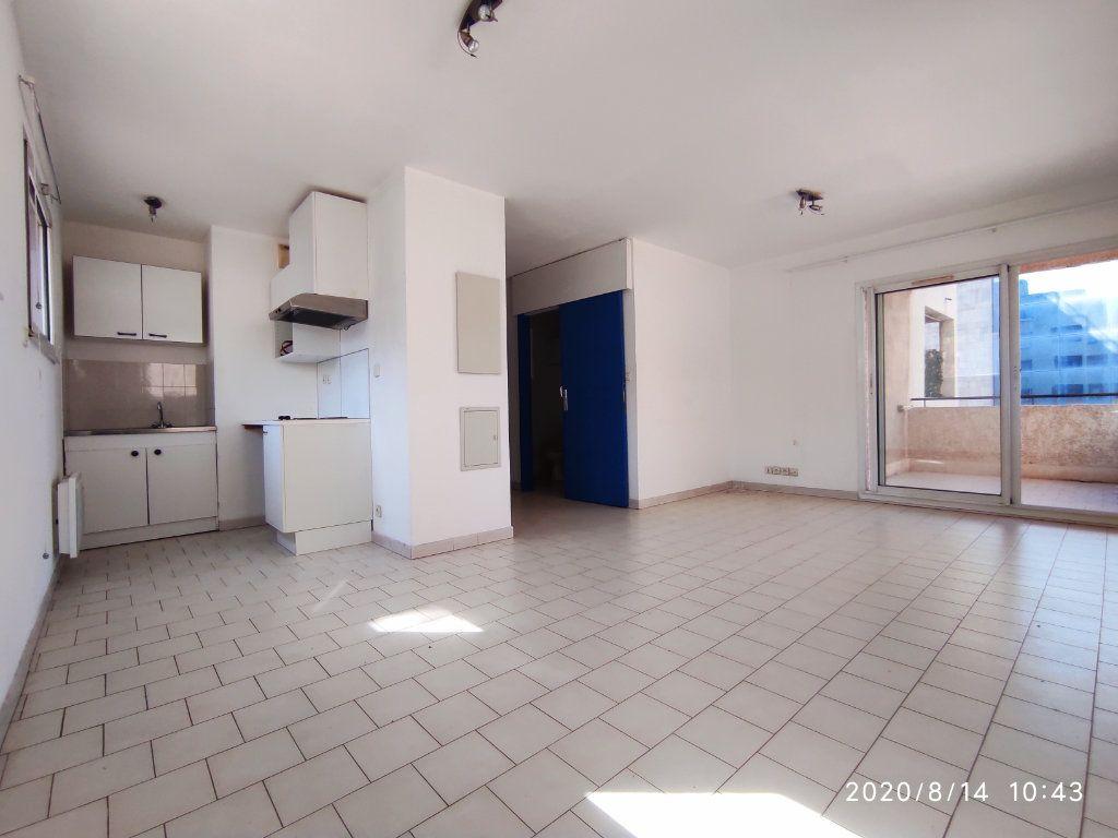 Appartement à louer 1 31.8m2 à Toulon vignette-1