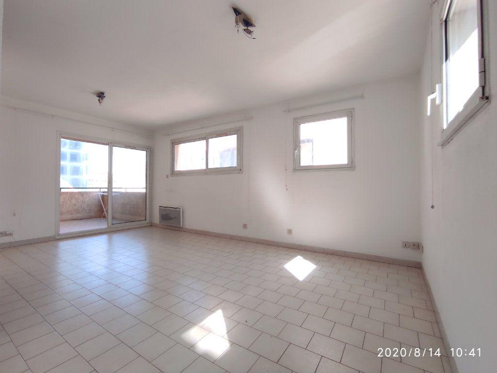 Appartement à louer 1 31.8m2 à Toulon vignette-2