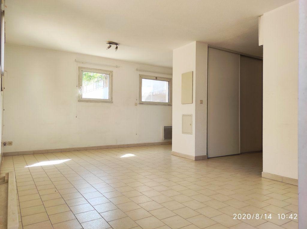 Appartement à louer 1 31.8m2 à Toulon vignette-3