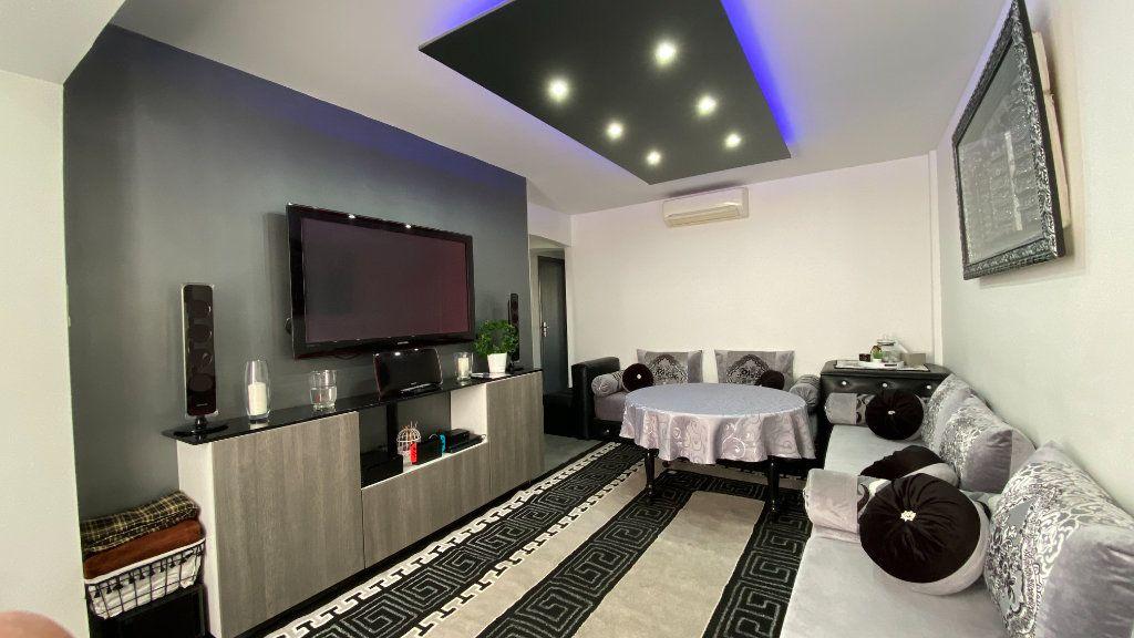 Appartement à vendre 3 54m2 à Toulon vignette-1