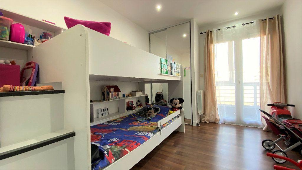 Appartement à vendre 3 54m2 à Toulon vignette-3