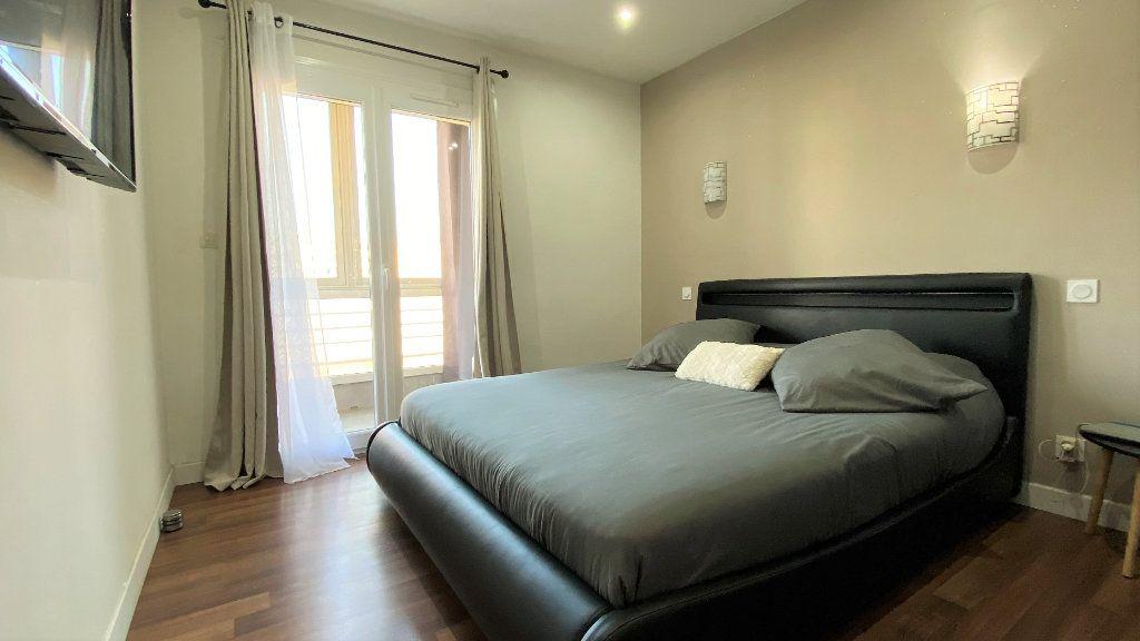 Appartement à vendre 3 54m2 à Toulon vignette-4