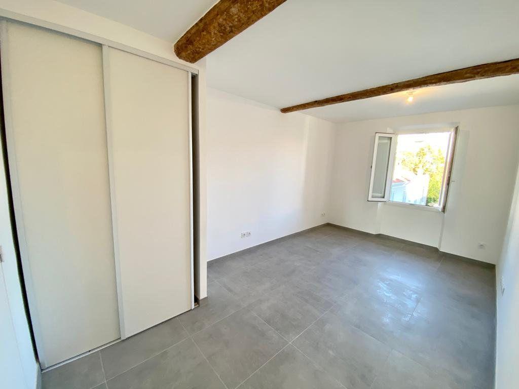 Appartement à louer 2 37.2m2 à Toulon vignette-2