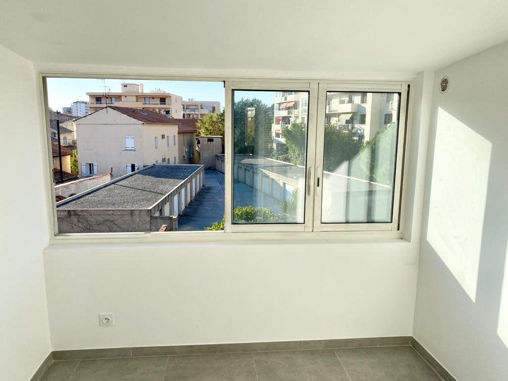 Appartement à louer 2 37.2m2 à Toulon vignette-3