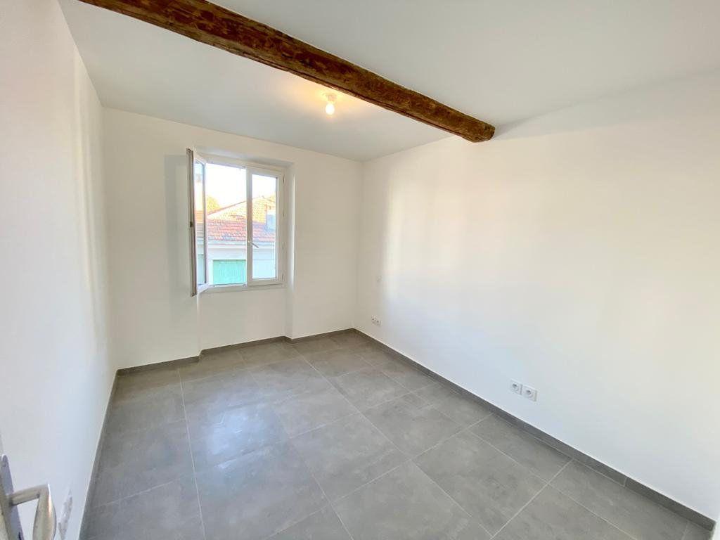 Appartement à louer 2 37.2m2 à Toulon vignette-6