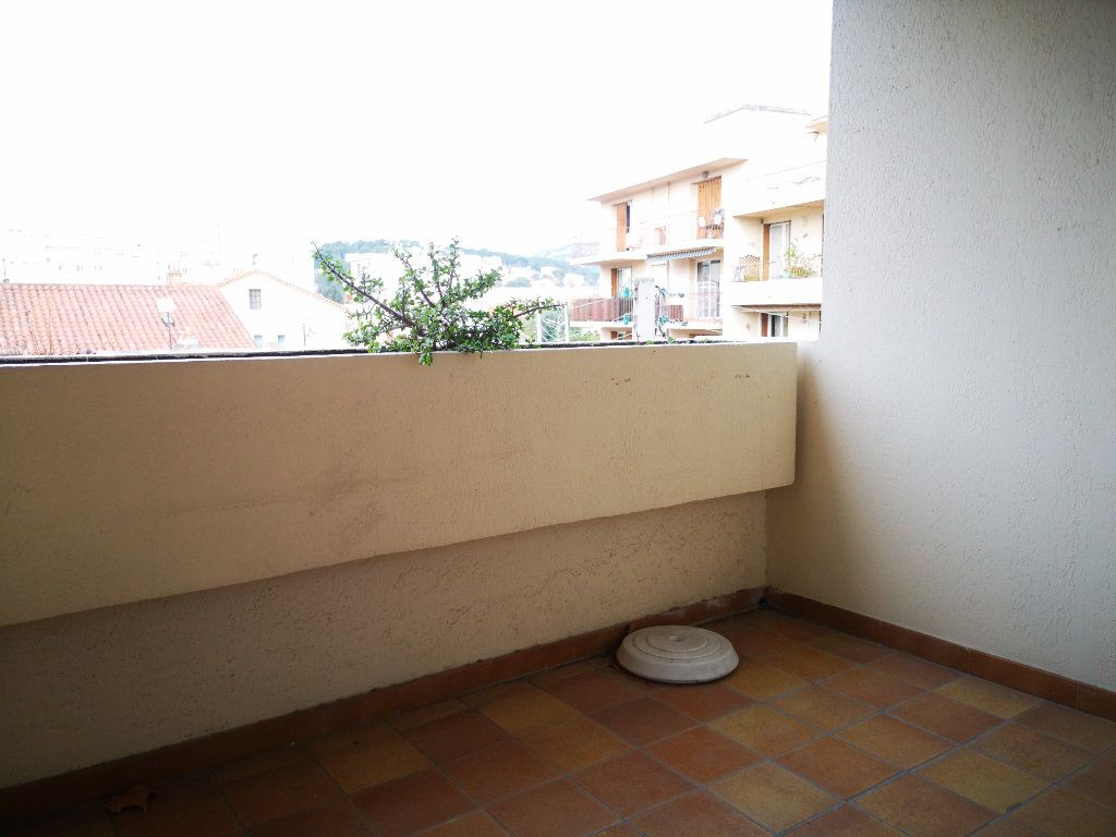 Appartement à vendre 1 26m2 à Toulon vignette-2
