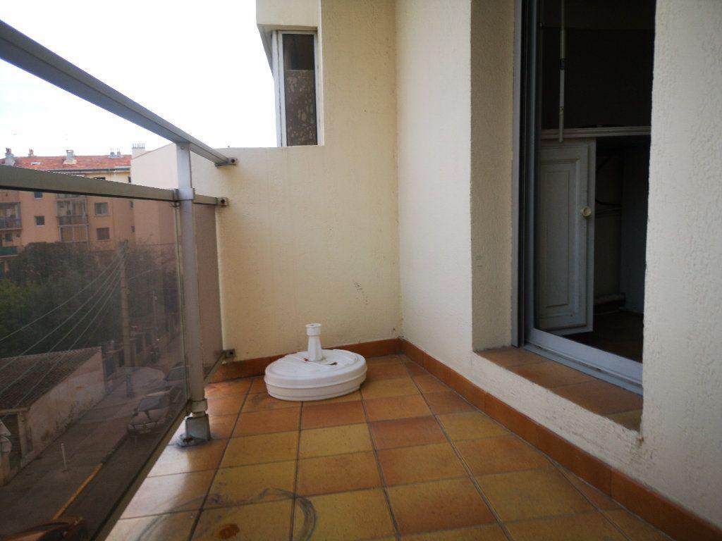 Appartement à vendre 1 26m2 à Toulon vignette-4