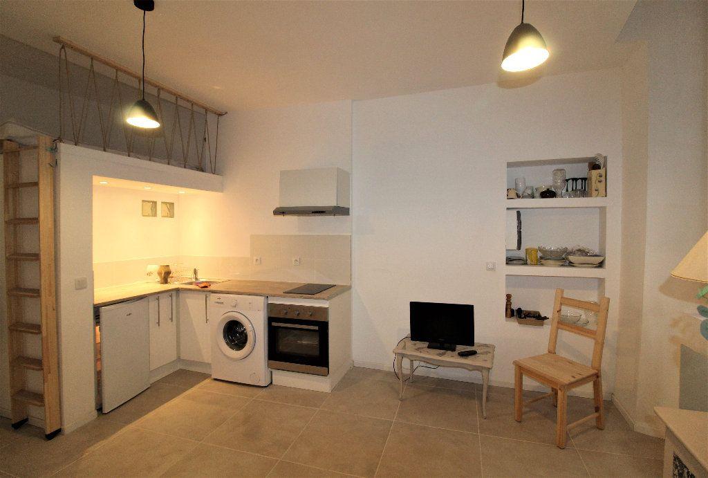 Appartement à louer 1 18.26m2 à Toulon vignette-1