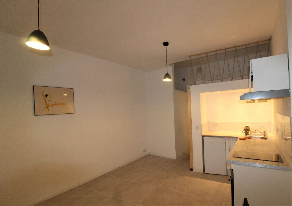 Appartement à louer 1 18.26m2 à Toulon vignette-3