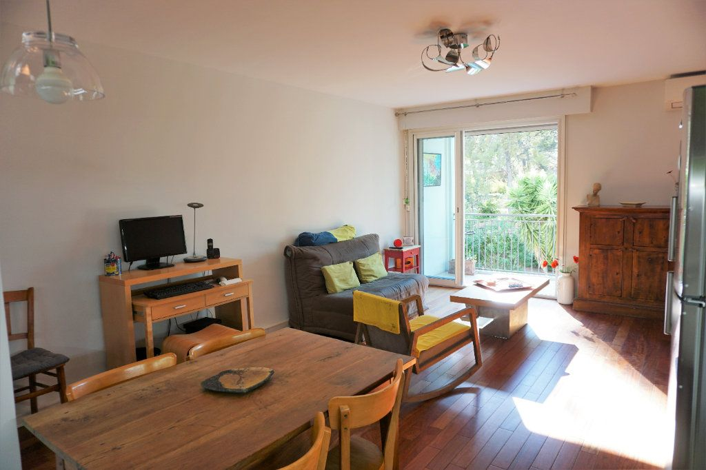 Appartement à vendre 3 70m2 à Bandol vignette-1