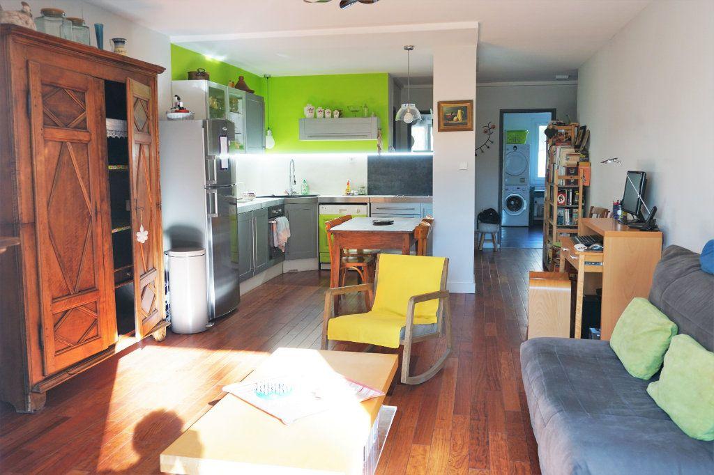 Appartement à vendre 3 70m2 à Bandol vignette-2