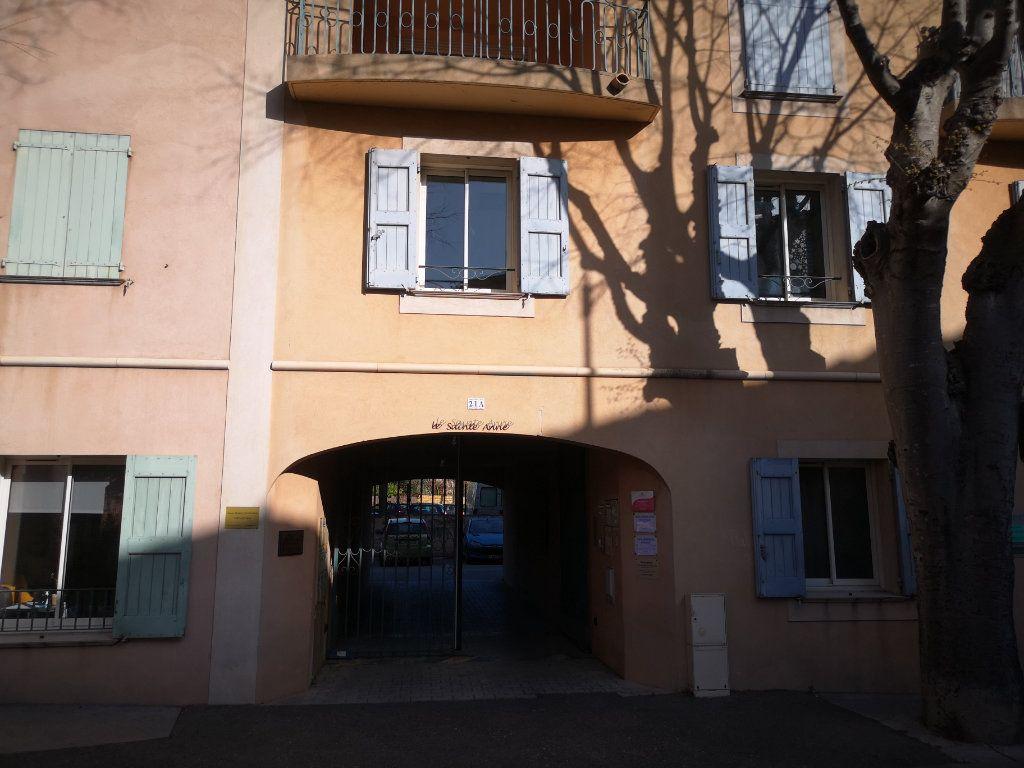 Appartement à louer 3 60.7m2 à Le Beausset vignette-1