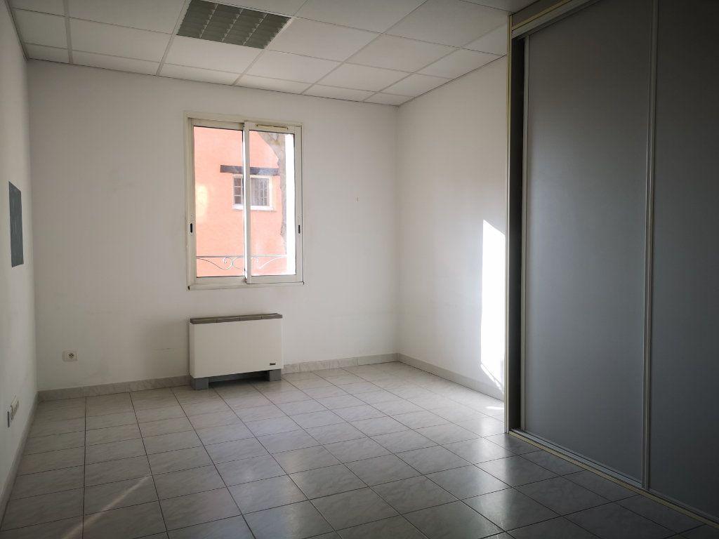 Appartement à louer 3 60.7m2 à Le Beausset vignette-2