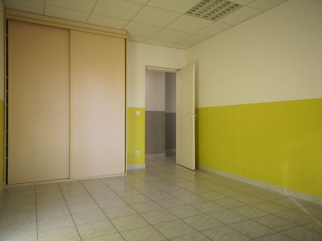 Appartement à louer 3 60.7m2 à Le Beausset vignette-4