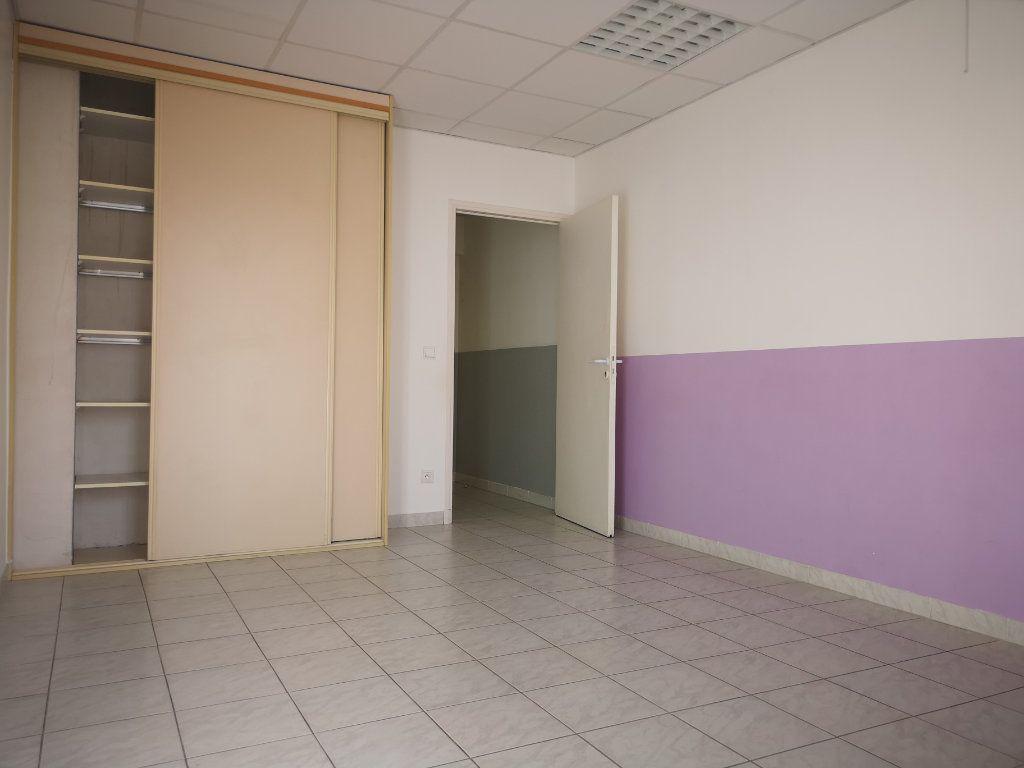 Appartement à louer 3 60.7m2 à Le Beausset vignette-7