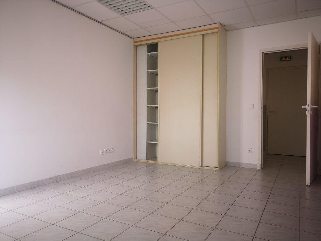 Appartement à louer 3 60.7m2 à Le Beausset vignette-8