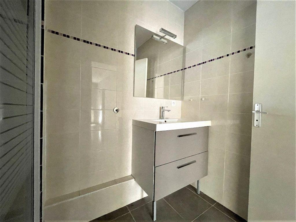 Appartement à vendre 3 63.47m2 à Toulon vignette-5