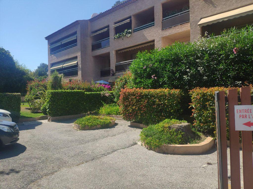 Appartement à vendre 1 23m2 à Toulon vignette-2