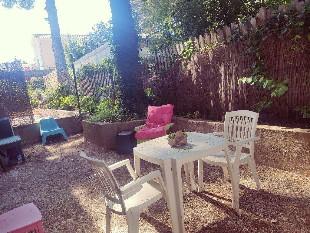 Appartement à vendre 1 23m2 à Toulon vignette-3