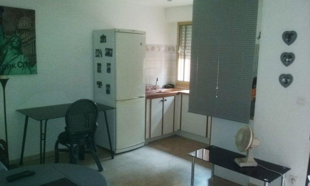 Appartement à vendre 1 23m2 à Toulon vignette-4