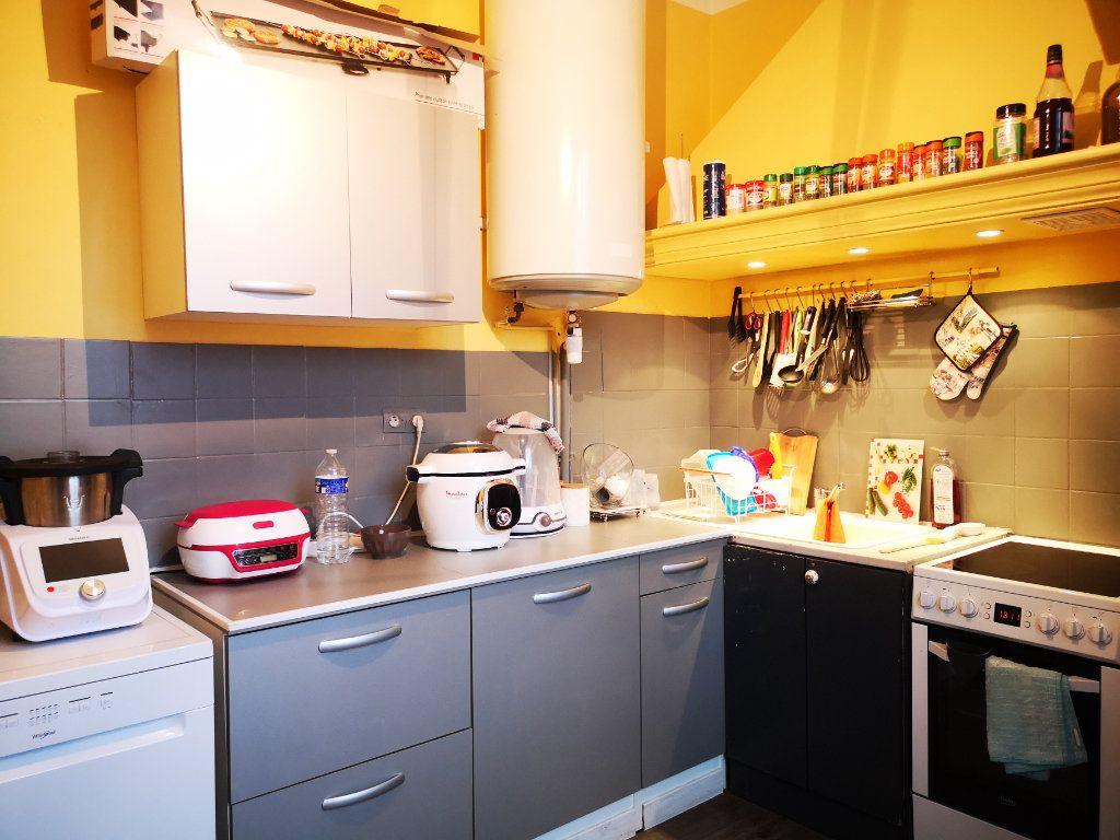 Appartement à louer 3 66m2 à Toulon vignette-4