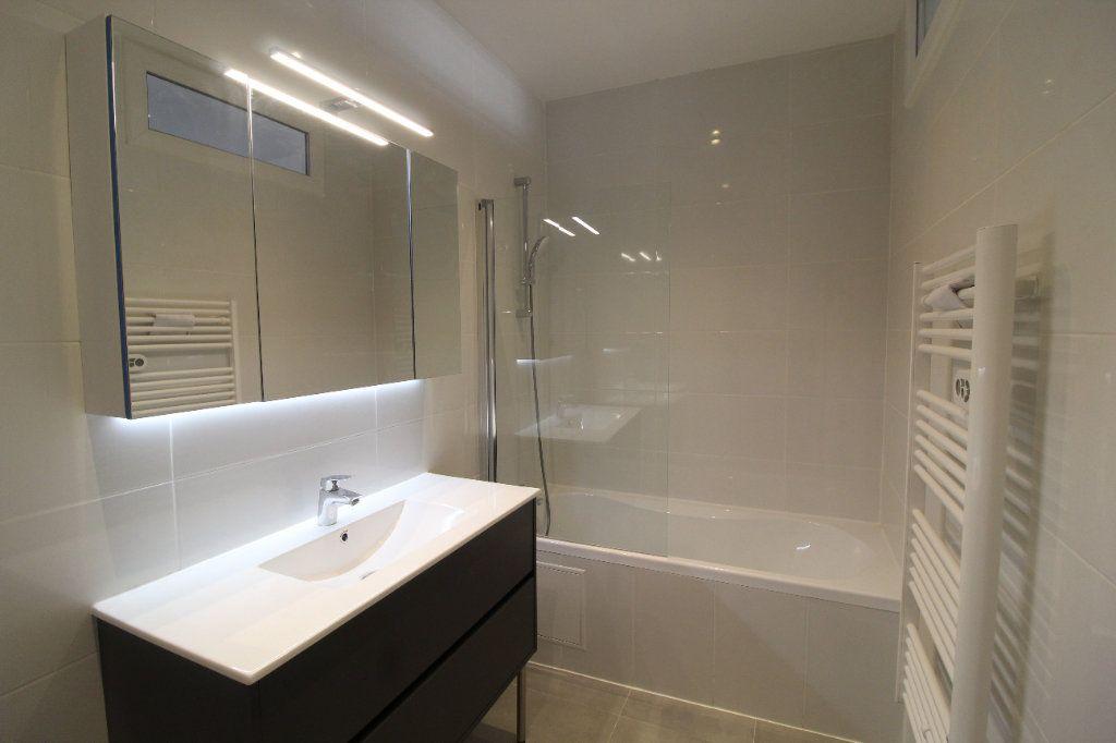 Appartement à louer 4 85.84m2 à Toulon vignette-2