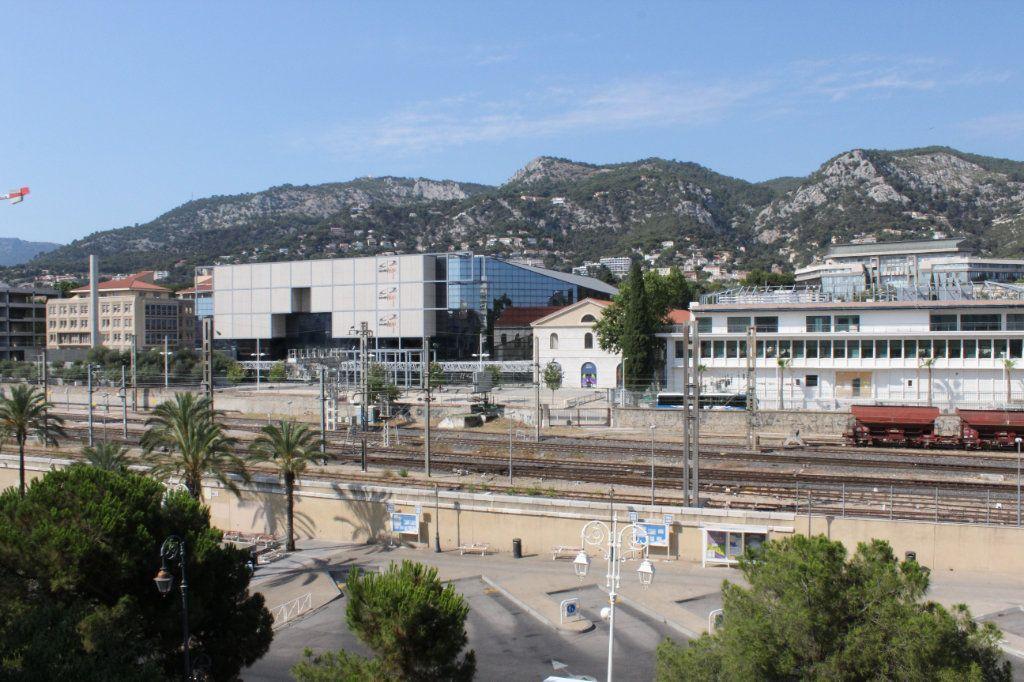 Appartement à louer 4 85.84m2 à Toulon vignette-5