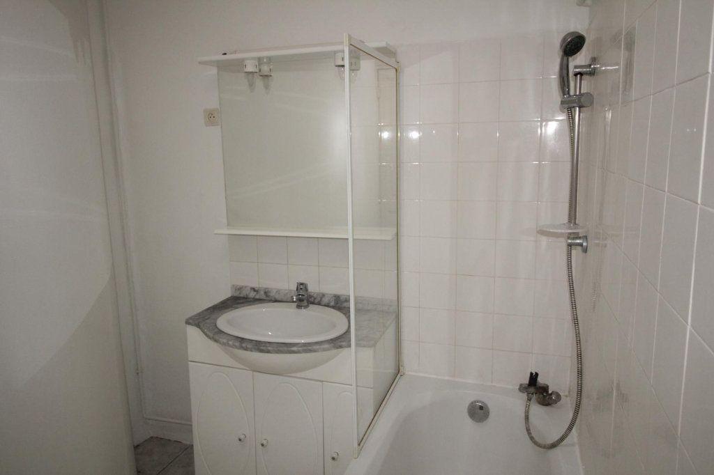 Appartement à louer 3 68.4m2 à Toulon vignette-9