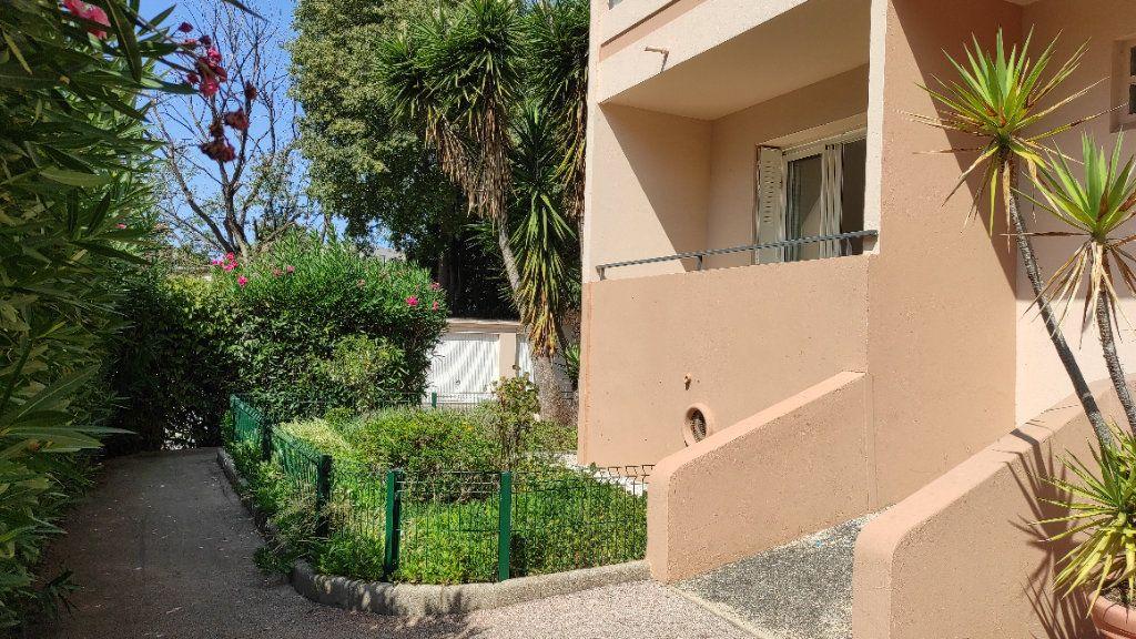 Appartement à louer 2 41.8m2 à Toulon vignette-1