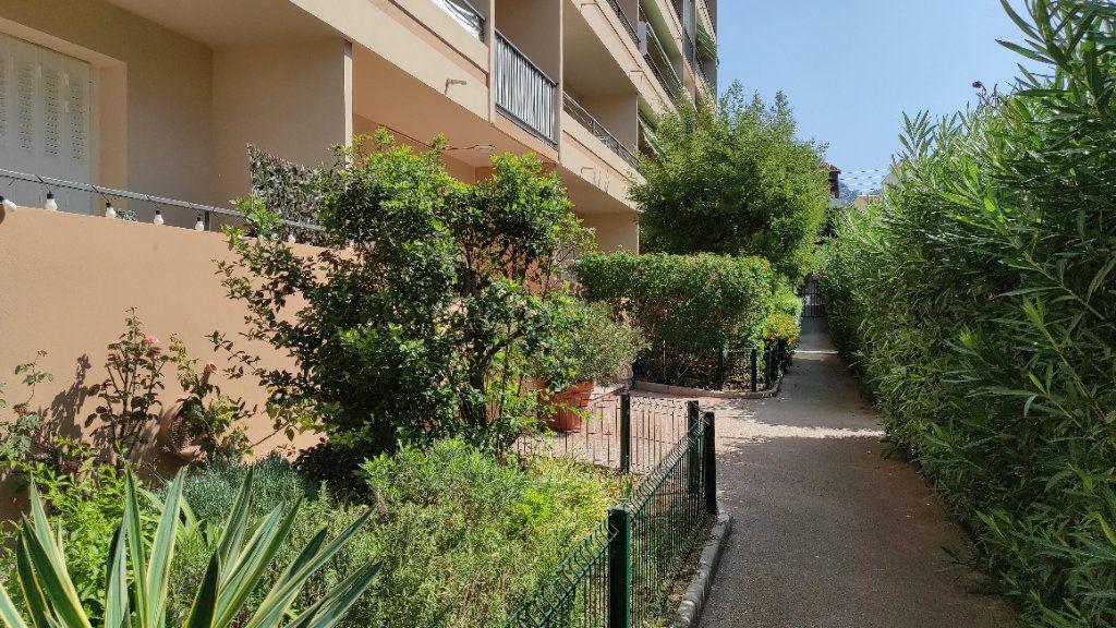 Appartement à louer 2 41.8m2 à Toulon vignette-2