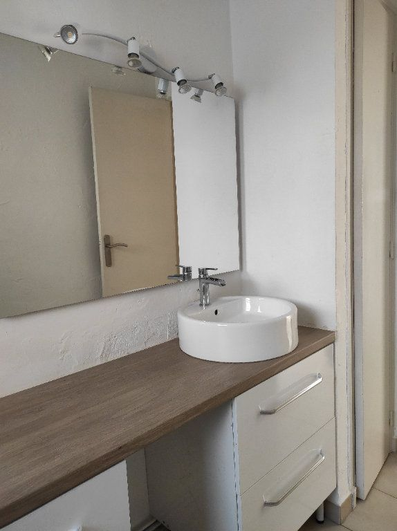 Appartement à louer 2 41.8m2 à Toulon vignette-7