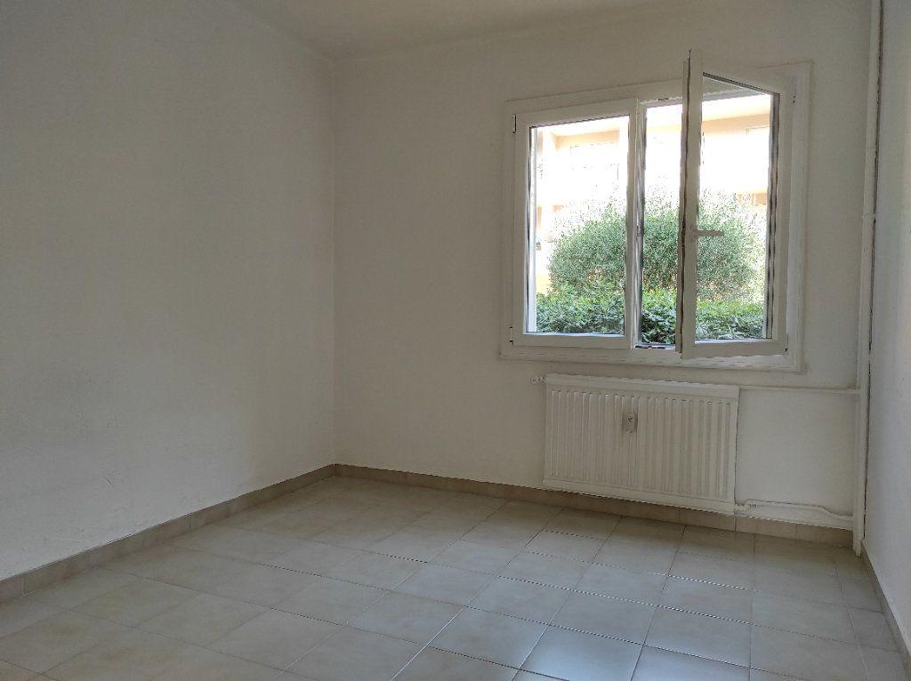 Appartement à louer 2 41.8m2 à Toulon vignette-8