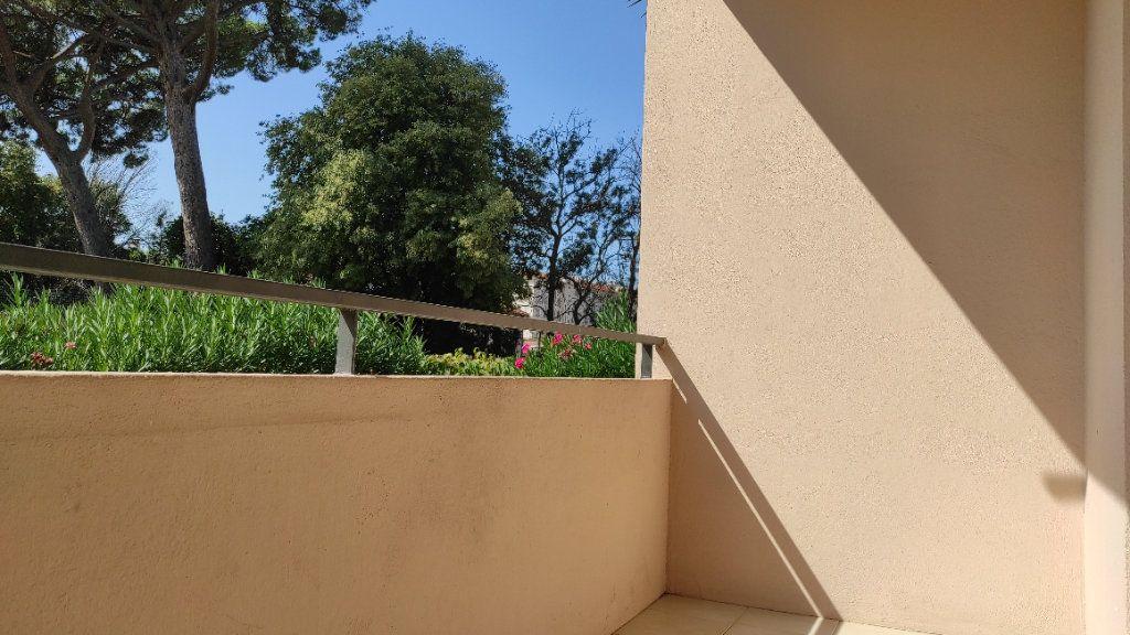 Appartement à louer 2 41.8m2 à Toulon vignette-14