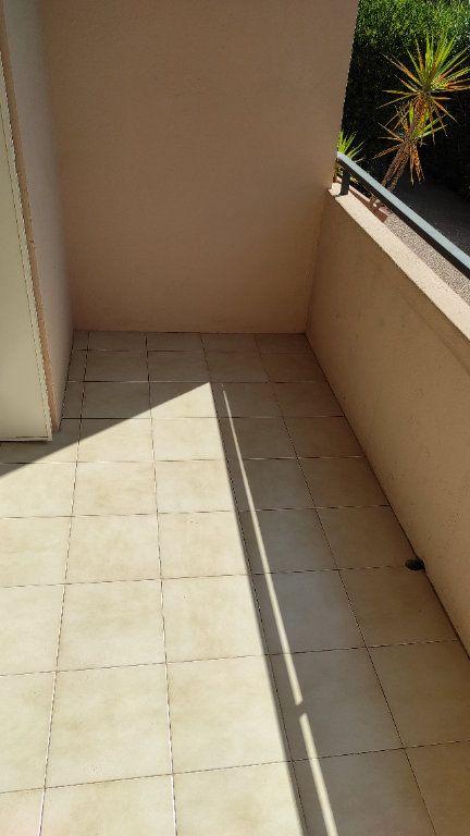 Appartement à louer 2 41.8m2 à Toulon vignette-16