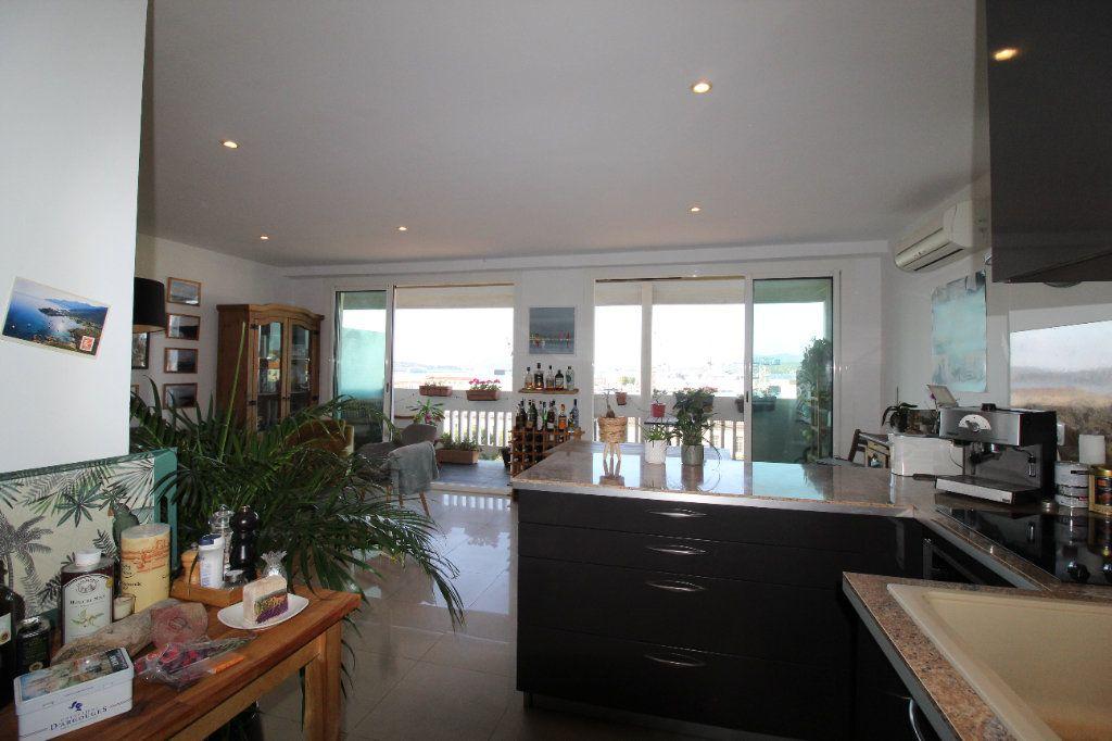Appartement à louer 2 54.17m2 à Toulon vignette-5