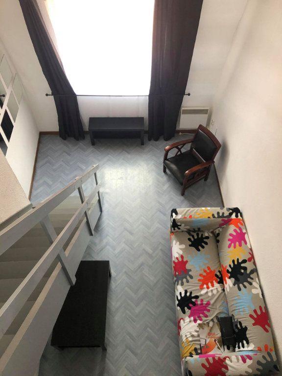 Appartement à louer 2 30m2 à Lille vignette-2