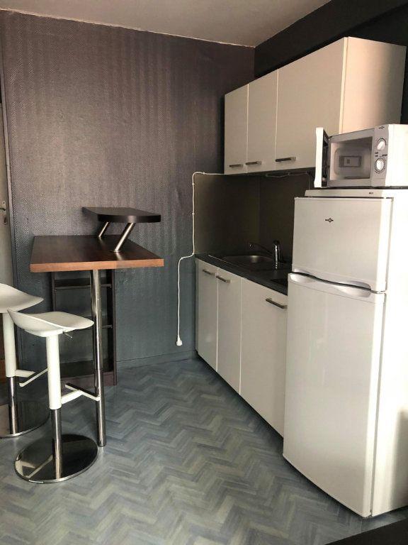 Appartement à louer 2 30m2 à Lille vignette-4