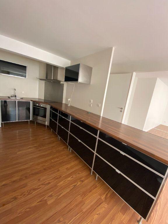 Appartement à louer 3 95m2 à La Madeleine vignette-2
