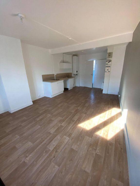 Appartement à louer 1 24m2 à La Madeleine vignette-2
