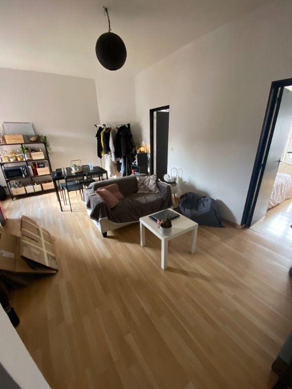 Appartement à louer 3 48m2 à Lille vignette-1
