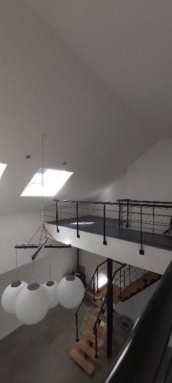 Appartement à louer 4 175.35m2 à Tourcoing vignette-3