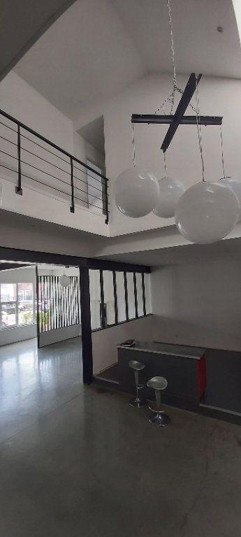 Appartement à louer 4 175.35m2 à Tourcoing vignette-5