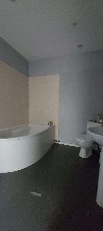 Appartement à louer 4 175.35m2 à Tourcoing vignette-9
