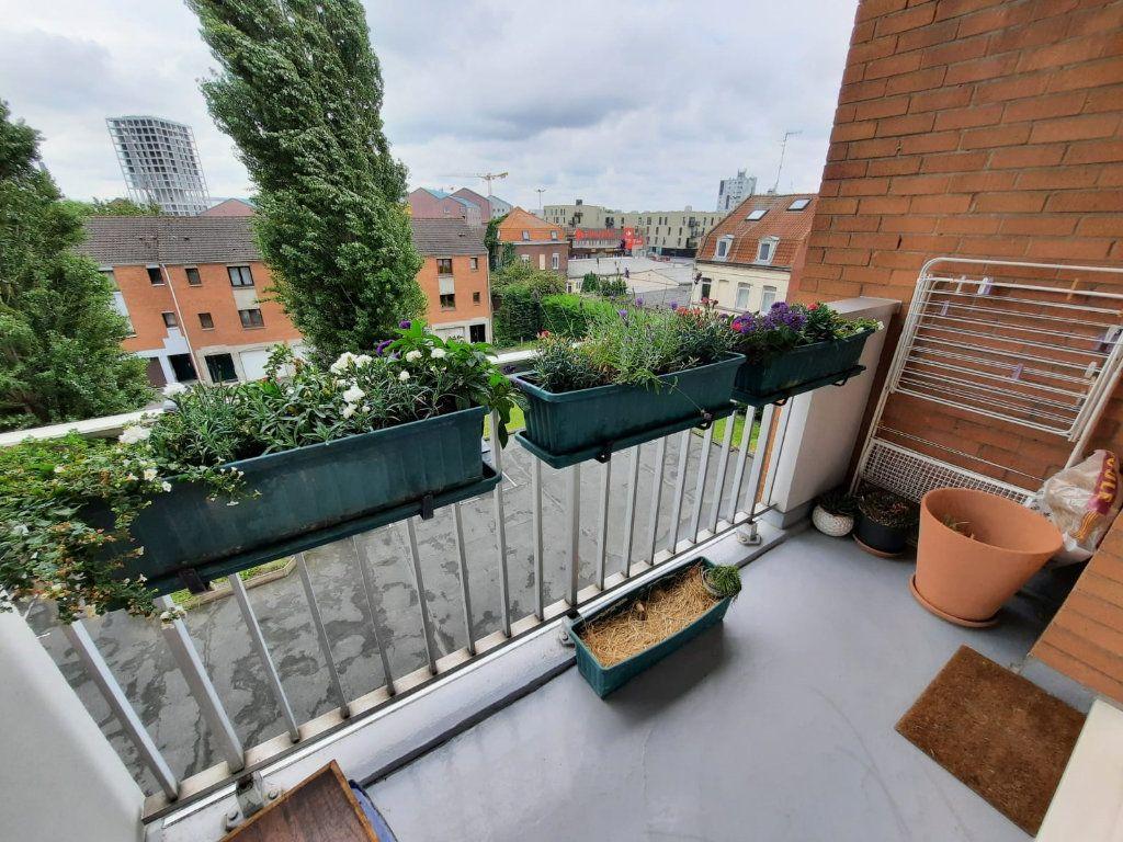 Appartement à vendre 4 77.62m2 à Lille vignette-3