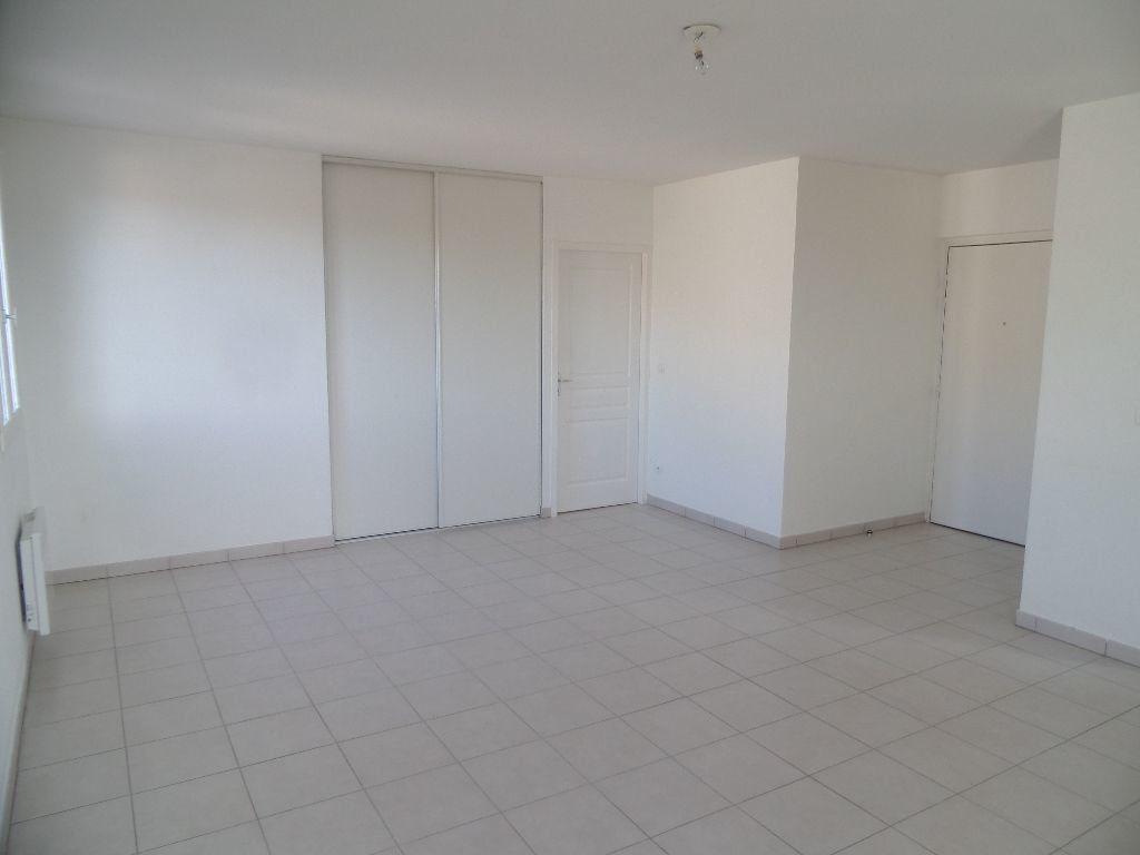 Appartement à louer 2 53m2 à Cadenet vignette-2